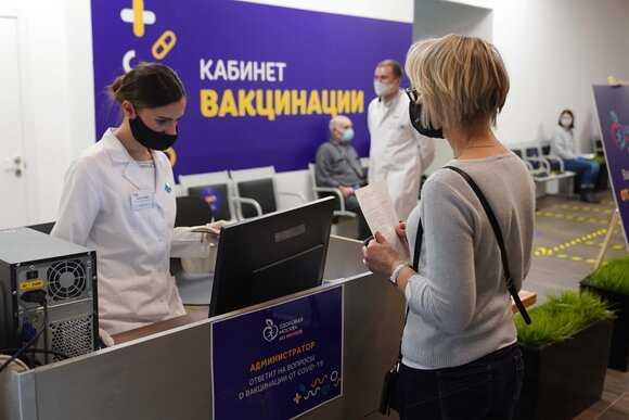 Путин призвал активно вакцинироваться от коронавируса