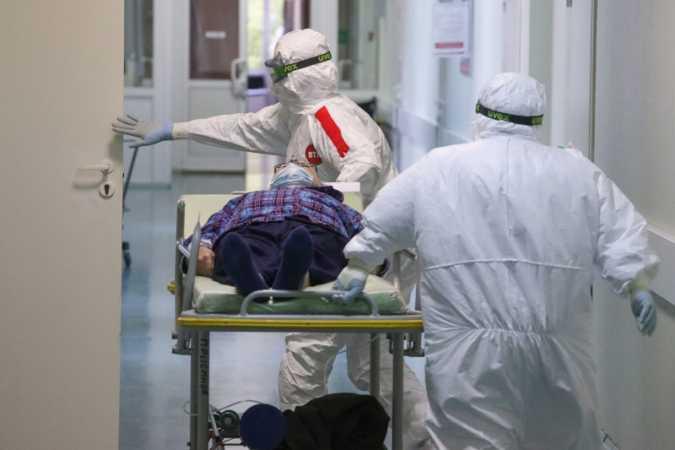 Число выявленных в России случаев коронавируса выросло на 16 048