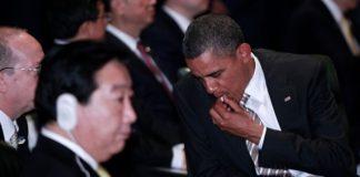 Барак Обама жует жвачку