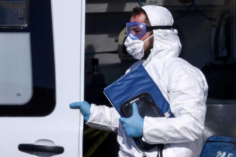 Доплаты врачам поликлиник за коронавирус продлили