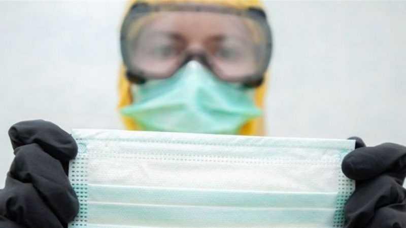 Отечественные врачи рассказали, какой стороной правильно носить маску