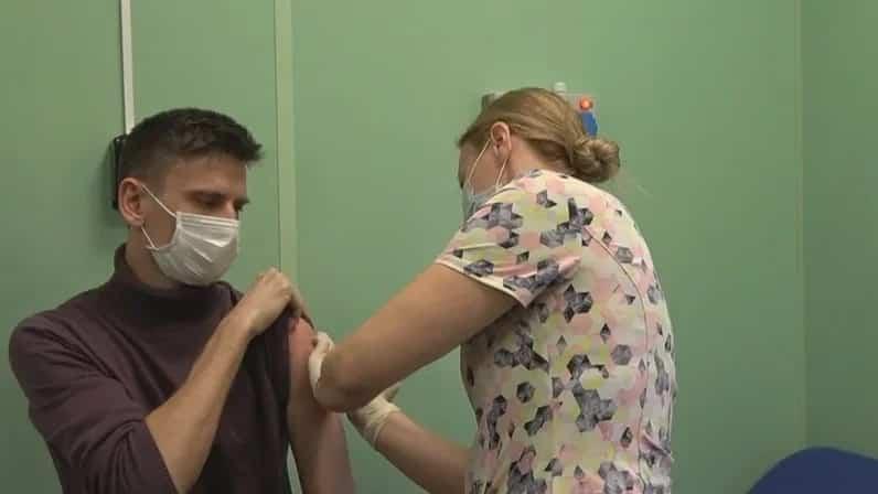 Массовая вакцинация для всех россиян начинается в России с 18 января 2021 года