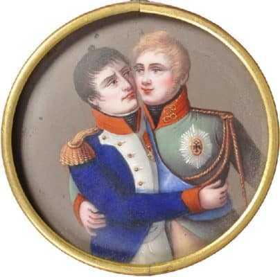 Медальон с изображением обнимающихся императоров