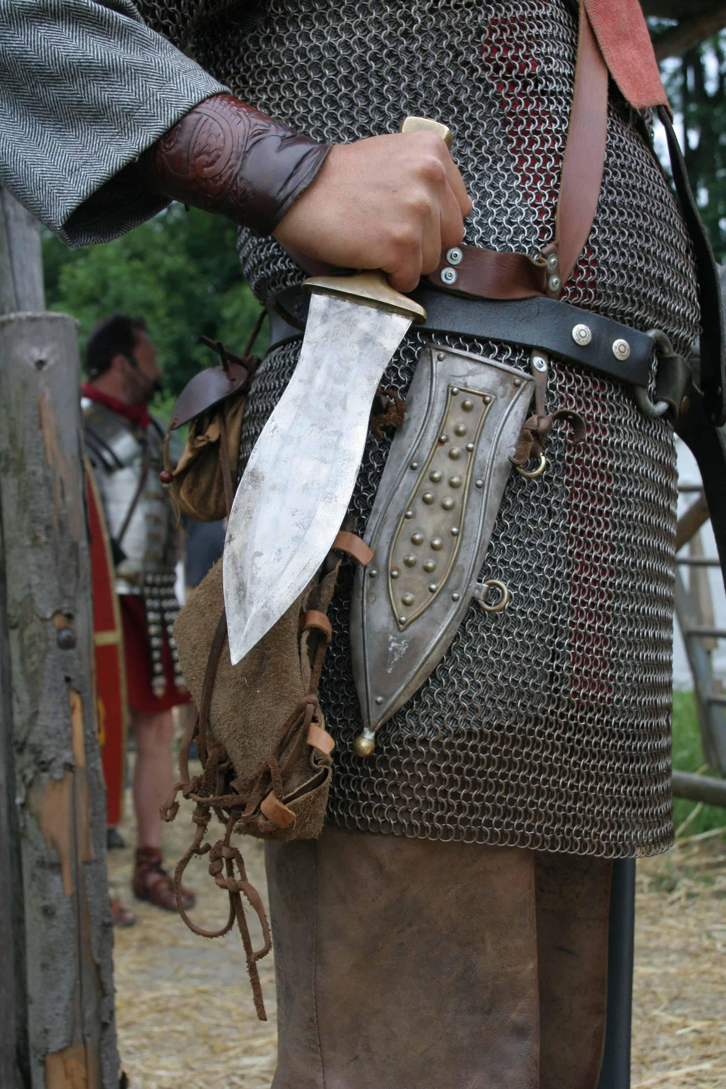 Пугио — древнеримский обоюдоострый широкий кинжал.