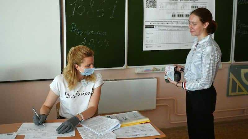 Сколько заплатят учителям и школьникам набравшим 100 баллов в Московской области: сколько человек получат выплаты