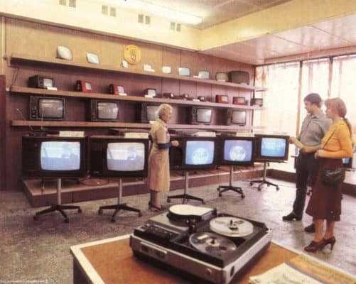 Радиоприемники, телевизоры в деревянных корпусах