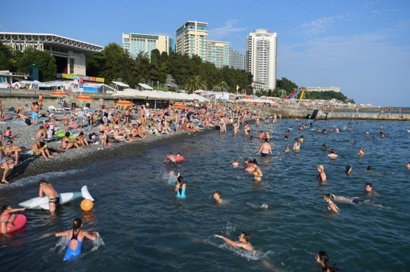 В Краснодарском крае растёт число заболевших коронавирусом: причины роста, могут ли закрыть курорты на карантин, стоит ли ехать в отпуск