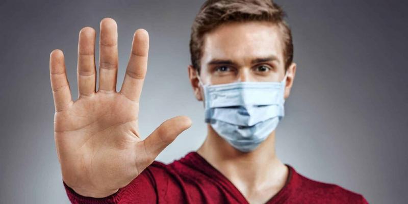 Зачем нужна маска и перчатки на улице пояснили в Роспотребнадзоре