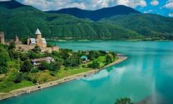 Границу с Грузией хотят открыть летом 2020 года, но не для всех туристов